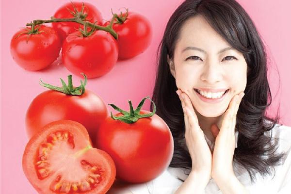 Làm da căng bóng nhờ mặt nạ cà chua