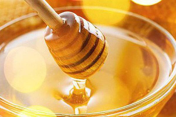 Cách trị tàn nhang tại nhà bằng mật ong nguyên chất