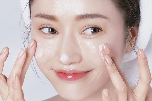 kem dưỡng da căng bóng có khả năng dưỡng ẩm