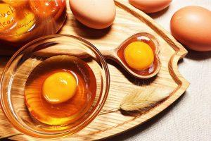 Trung Cách làm cho da mặt căng bóng nhờ mặt nạ trứngMat Ong
