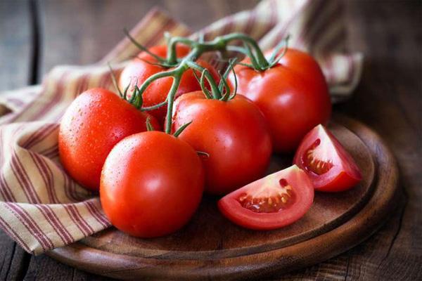 Cách trị nám và tàn nhang từ thiên nhiên cà chua